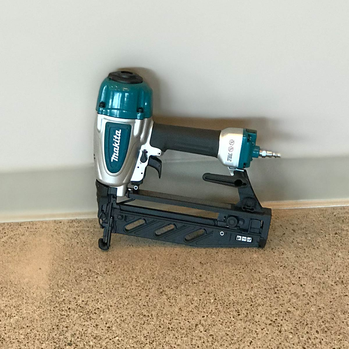 Makita Finish Nailer Air Powered AF601 (1)